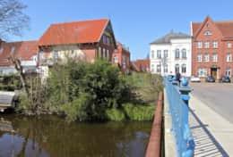 Brücke Stapelholm vor dem Haus
