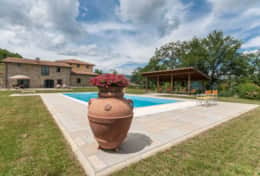 Holiday-in-Tuscany-Poppi-Villa-Borgo-Bibbiena (2)