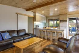 Doesntmatta - Inviting Loungeroom - Good House Holiday Rentals