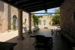 Masseria Ugento - view of the court from the oiutdoor dining area - Ugento - Salento