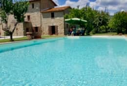 Private villa with pool in the middle of a small Hamlet at Lake Trasimeno