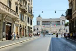 Via del Corso and view of the Vittoriano monument
