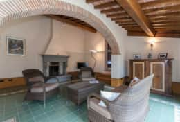 Holiday-in-Tuscany-Poppi-Villa-Borgo-Bibbiena (24)
