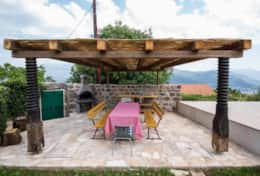 Relax in the shade of the pergola