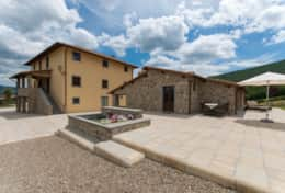 Holiday-in-Tuscany-Poppi-Villa-Borgo-Bibbiena (17)