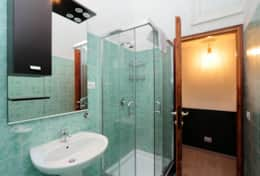 18-baullari-green-bathroom