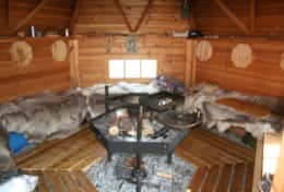 K61 Harper Cottage – Guests have access to SWESCOT Barbecue Hut with real reindeer skins