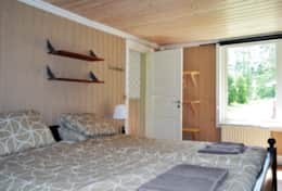 K61 Harper Cottage - Bedroom with large double bed