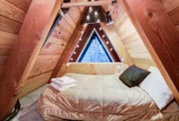Upstairs Bedroom Loft - (1) Twin