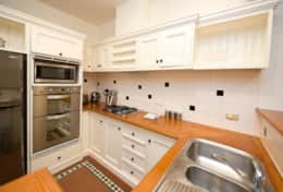 15 - KITCHEN