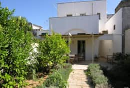 Swedish Home - view of the house from the garden - Depressa di Tricase - Salento