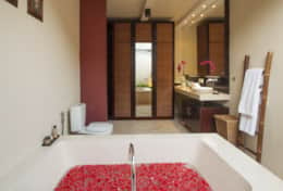 Bathtub - Honeymoon Villa