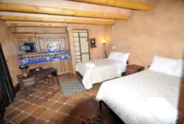 Guest house with 2 full beds and en-suite