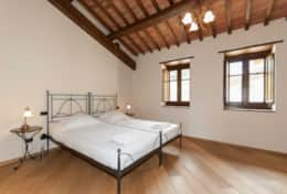 Holiday-in-Tuscany-Poppi-Villa-Borgo-Bibbiena (34)