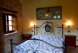 luxuryvacationvillaumbriatuscanyborder-bedroomfirstfloor3